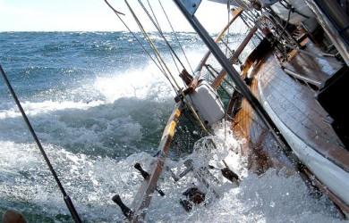 Mann über Bord Training, Segelevent auf der Ostsee als Teamtraining in Travemünde auch als Teamevent auf der Ostsee oder mit Segelevent als Betriebsausflug buchbar