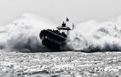 Speedboot_Eventagentur_Betriebsausfluege_Teambuilding_Strandgut_Erlebnistouristik
